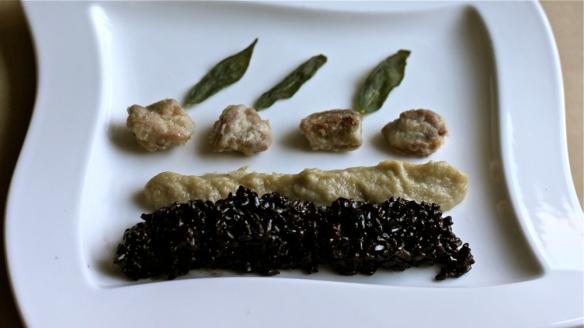 priželjc & riž: ocvrtki iz telečjega priželjca, črni riž venere, pire iz pastinaka, pocvrt žajbelj