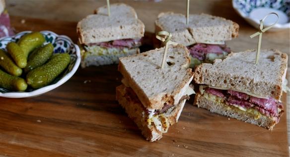 pastrami sendvič